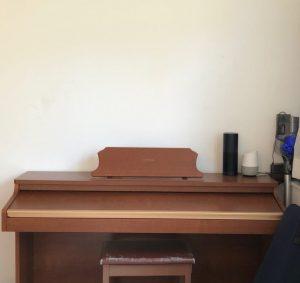 ピアノの上にアートbefore